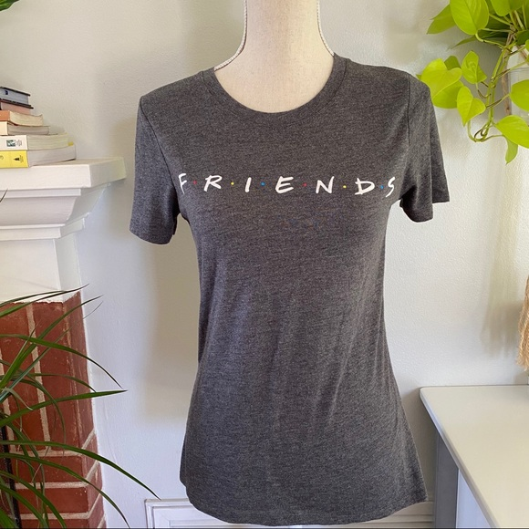Friends graphic tee size M